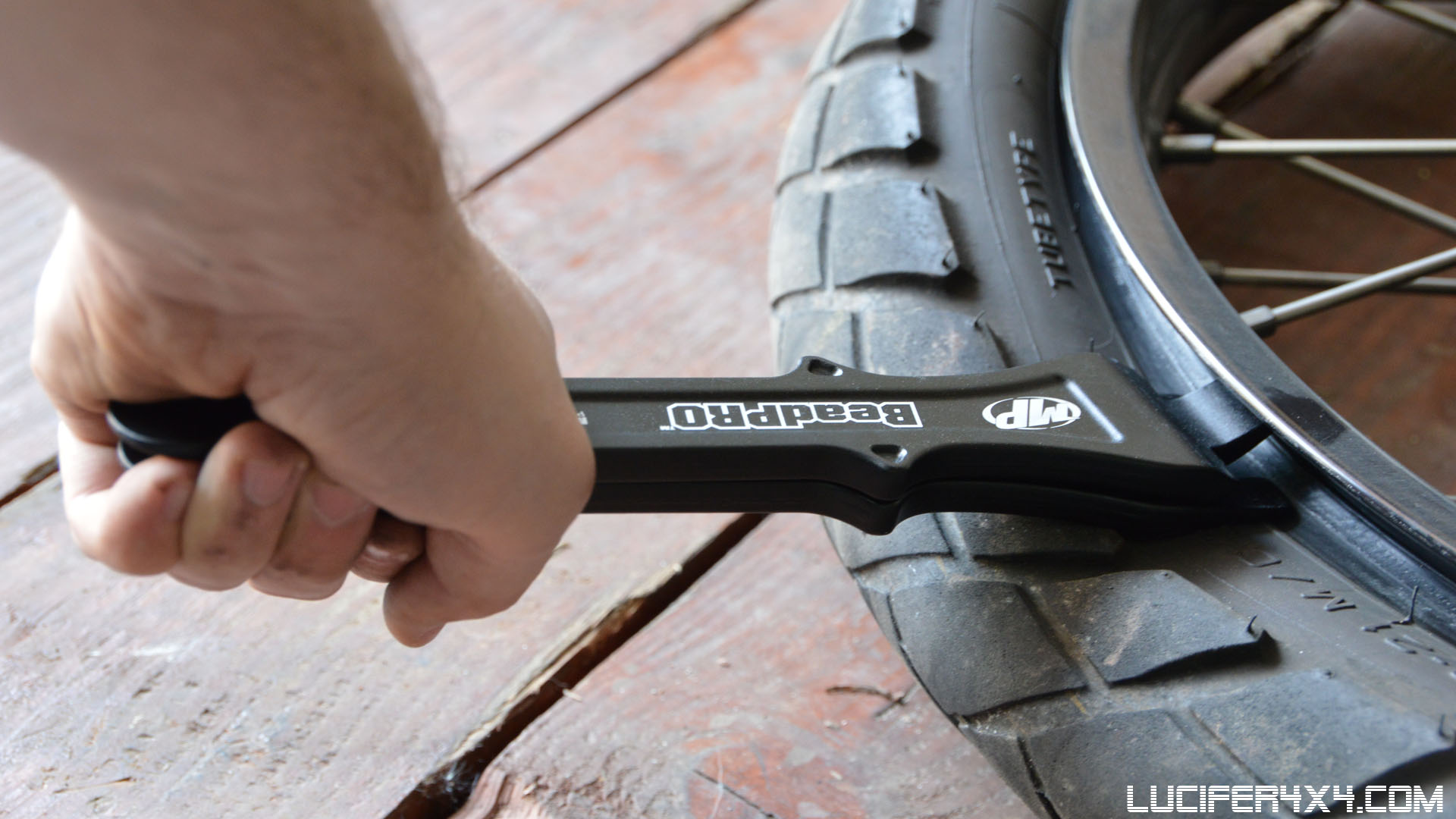 Replacing front tire with the Motion Pro BeadPro