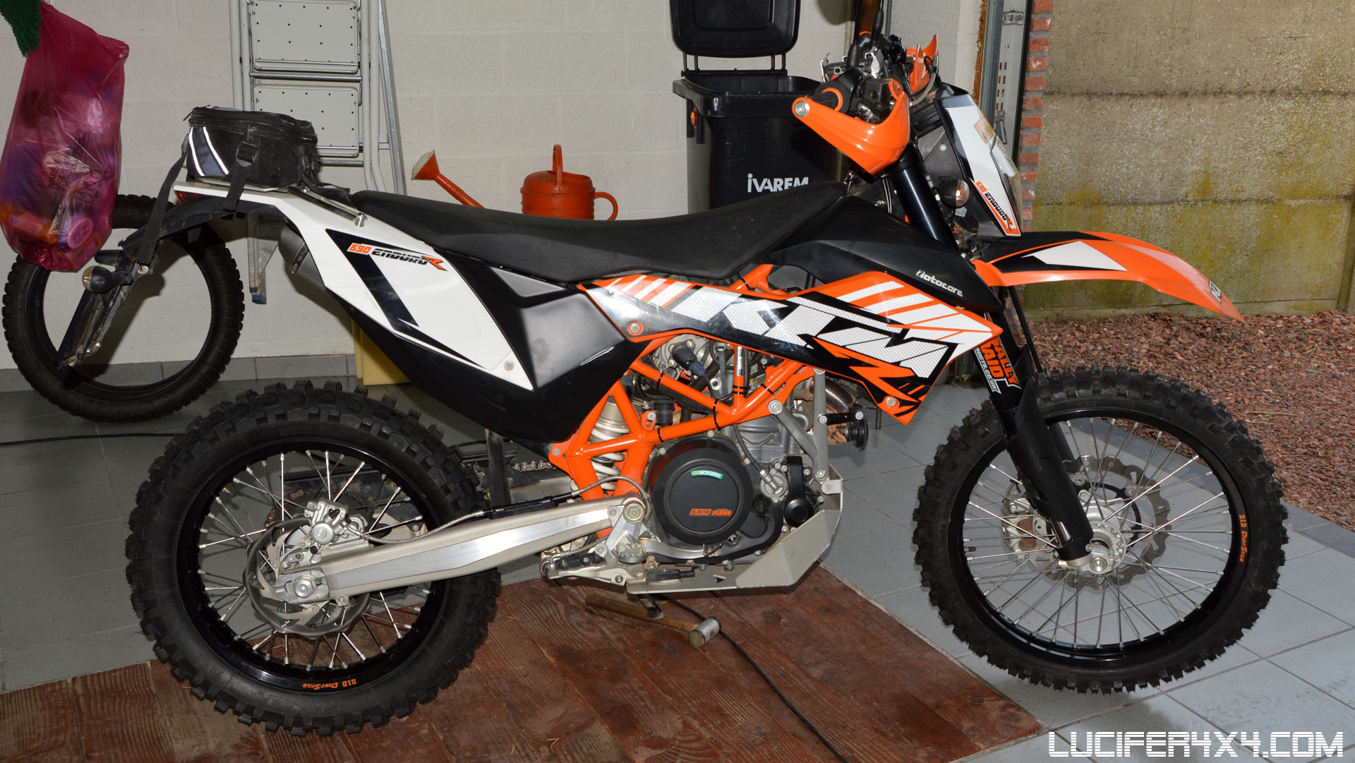 New shoes for the KTM 690 Enduro R